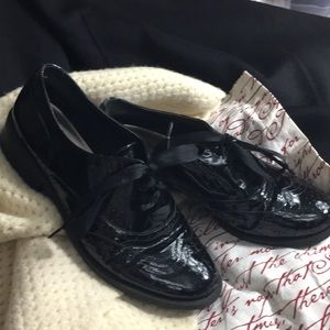 Me Too patent leather Oxford with ribbon